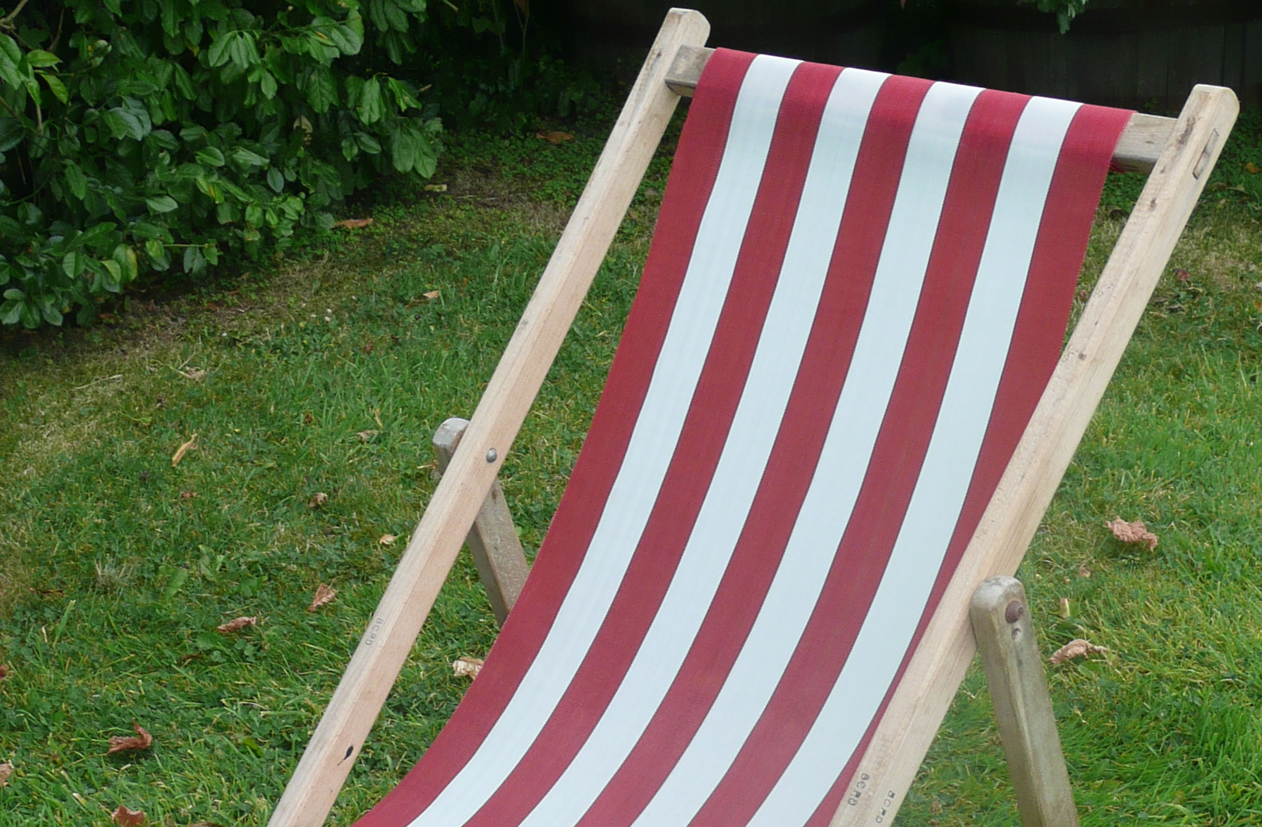 red, white- Waterproof Budget Deckchair Canvas | Synthetic Deckchair Fabrics | Polyethelene