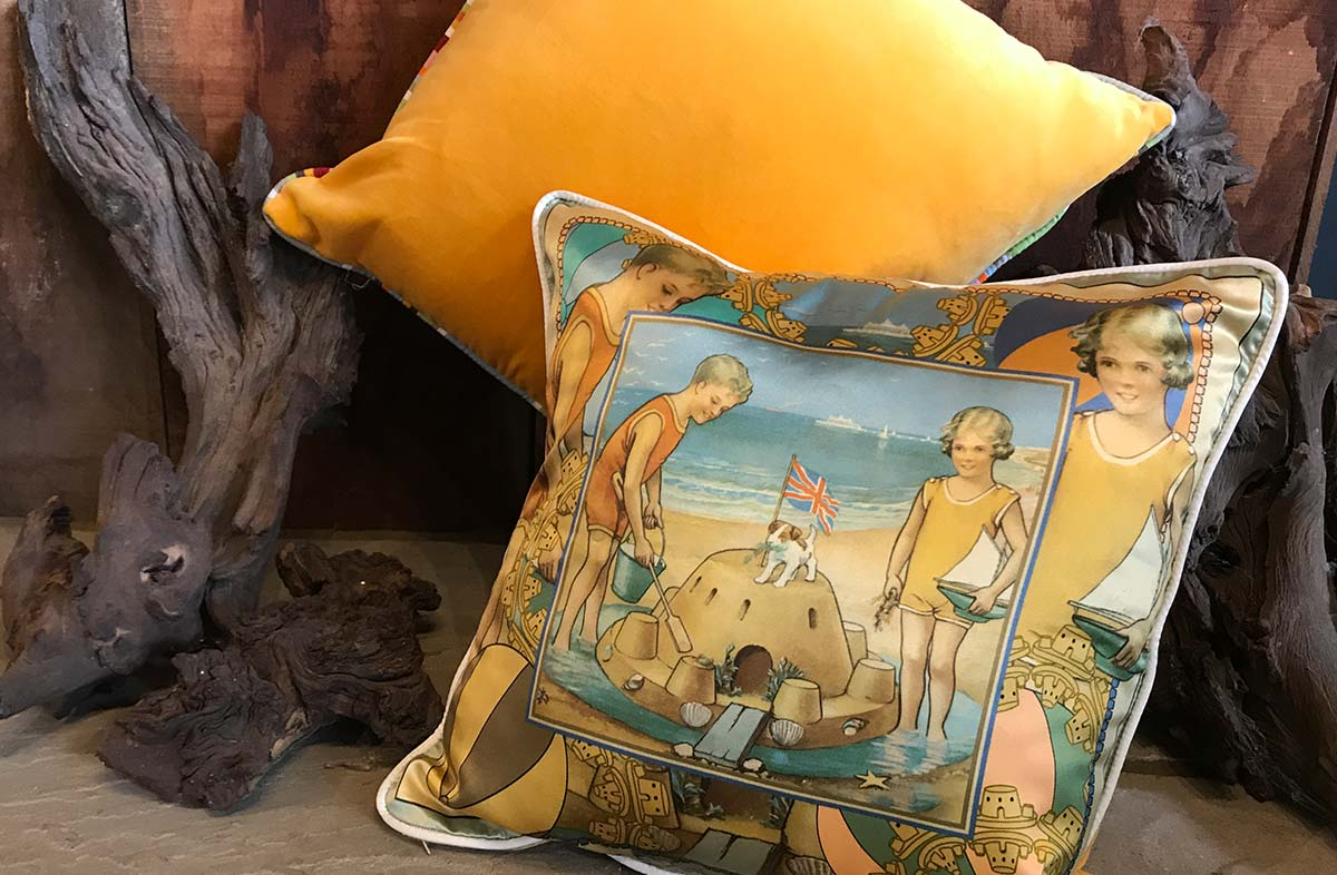 40x40cm Silk and Velvet Cushion with Vintage Sandcastle Design